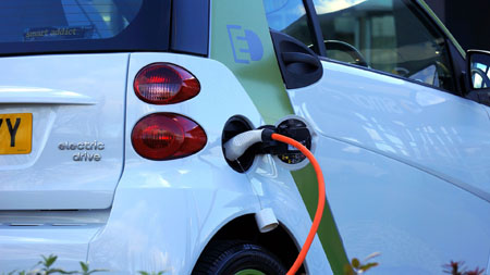 Tres de cada diez vehículos eléctricos que se matriculan en España son de renting